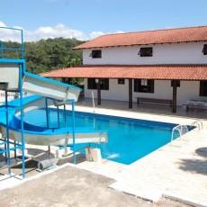 piscina grande casa