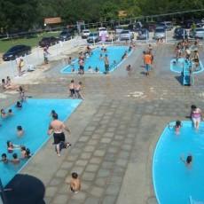 Chácara para retiros com piscinas